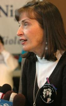Stacy Peterson\'s aunt Candace Aikin speaks to reporters at a cermoney celebrating her niece\'s birthday January 20.